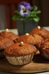 Orkiszowe muffiny z malinami