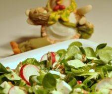 Wiosenna sałatka z fetą i słonecznikiem